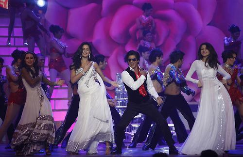 Video,Katrina Kaif,shahrukh khan,Anushka Sharma,karisma kapoor,Zee Cine Awards 2013