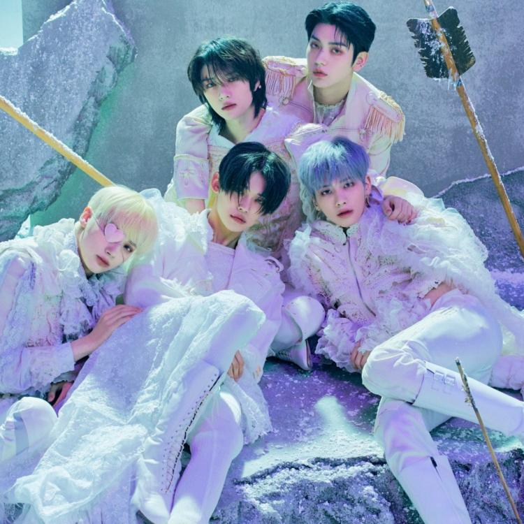 TXT members pose for the concept photo of The Chaos Chaper: FREEZE