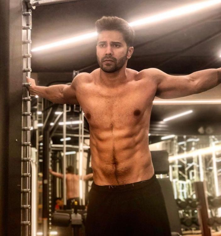 Varun Dhawan flaunts his washboard abs in his latest photo; Take a look