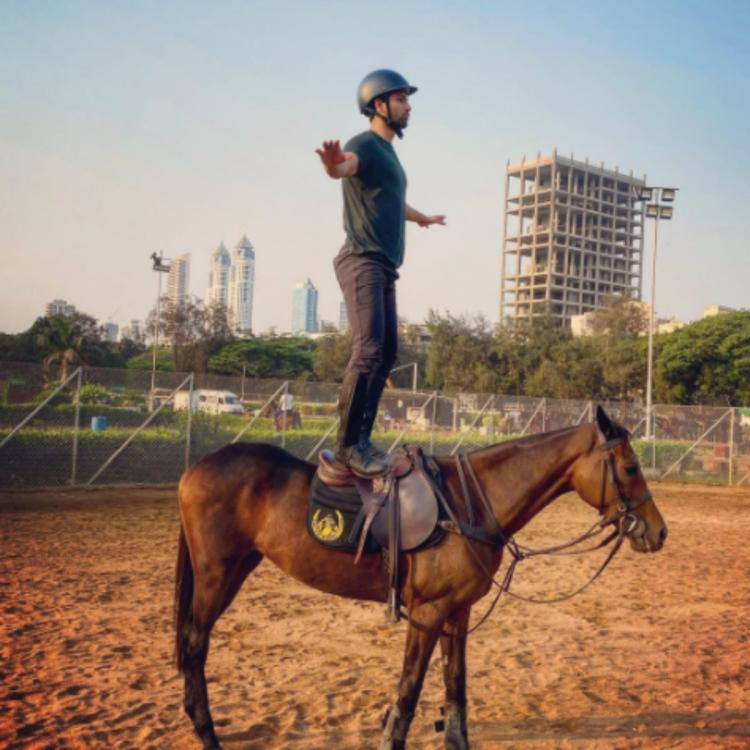 Vicky Kaushal takes inspiration from Majnu Bhai's painting as he hilariously balances himself on a horse; PIC