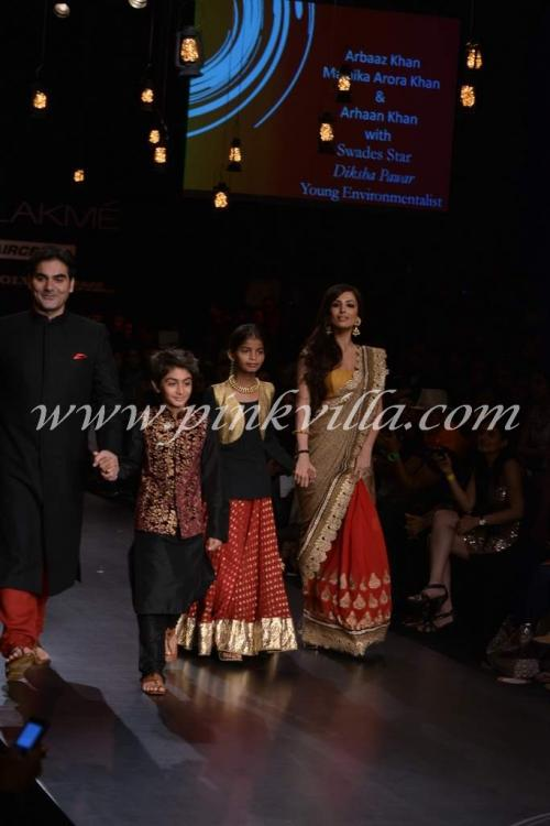 Malaika, Arbaaz, Arhaan walk the ramp for Vikram Phadnis ...