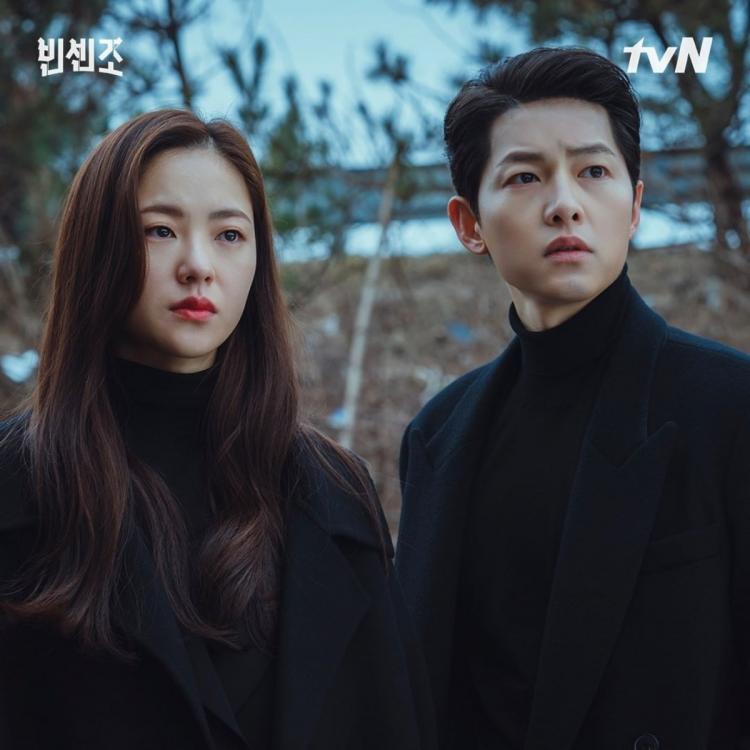 A still image from Vincenzo starring Song Joong Ki and Jeon Yeo Bin.