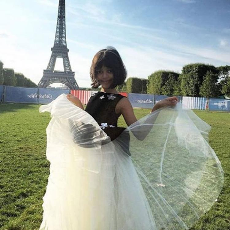 When Aishwarya Rai Bachchan's daughter Aaradhya looked like princess as she posed in front of the Eiffel Tower
