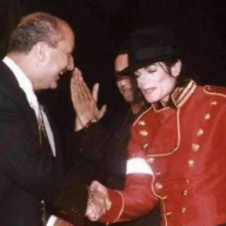 When Anupam Kher broke the barricade, jumped on the stage and almost hugged Michael Jackson; See Photos