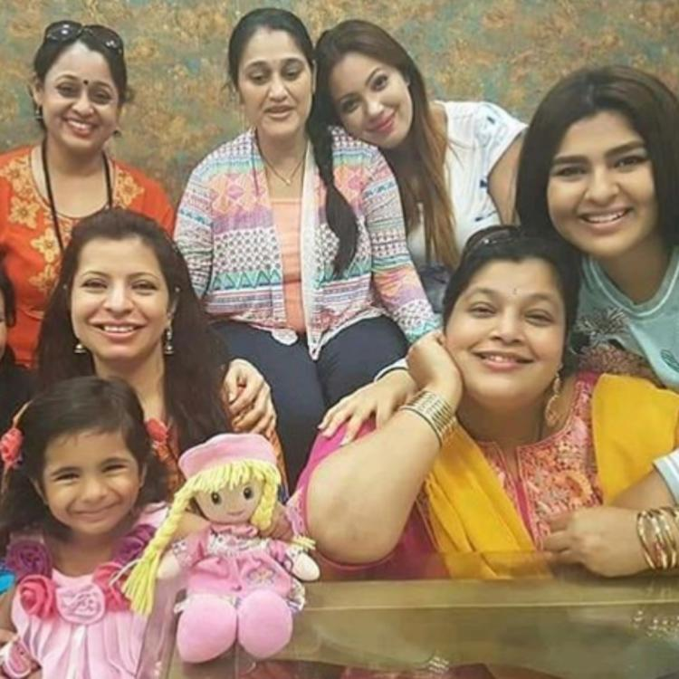 When Taarak Mehta Ka Ooltah Chashmah's female stars posed for cute PIC with Disha Vakani during her pregnancy