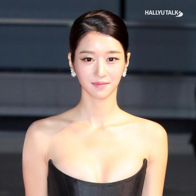 Actress Seo Ye Ji at the red carpet for an award ceremony.