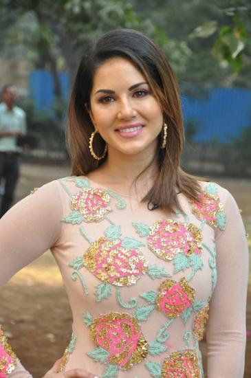 News,bollywood,Sunny Leone,Raees