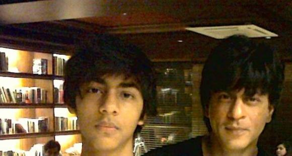 Erm! When SRK-Aryan sang 'Smack That' but didn't know what