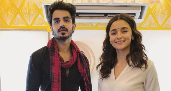 Alia Bhatt goes the desi way as she adds a bindi to her ethnic attire and obliges a fan with a photo