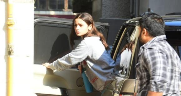 PHOTOS: Alia Bhatt keeps it cool & casual as she visits Katrina Kaif at her residence