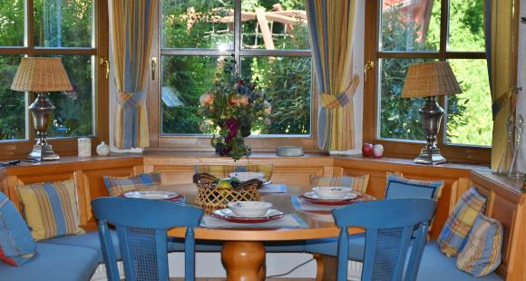 4 SIMPLE tips to decorate a bay window and enjoy the view in style | PINKVILLA