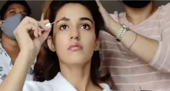 Disha Patani glams up for the day as she turns MUA for herself first time for a shoot; Tiger Shroff REACTS - PINKVILLA