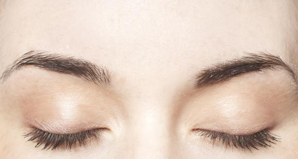 Eyelash Tips: Repair, regrow and boost lash length for longer lashes without mascara