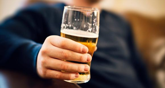 Here's what you shouldn't be eating while drinking alcohol