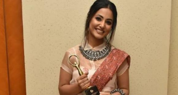 PHOTOS: Hina Khan looks stunning in an Indo Western outfit as she attends an award function thumbnail