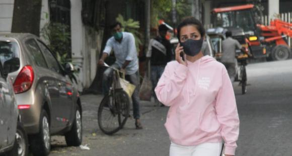 PHOTOS: Malaika Arora looks uber cool in pink sweatshirt as she steps out for a walk with pet Casper - PINKVILLA