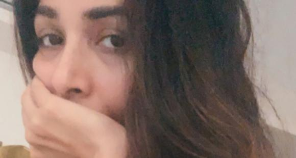 Malaika Arora goes sans makeup and strikes a few candid poses for her new PHOTOS