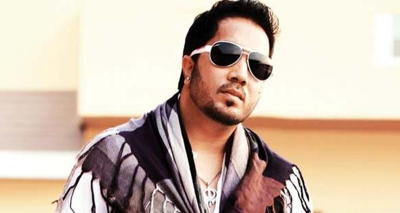 Image result for Mika Singh robbed of Rs 3 lakh, police suspect his close aide