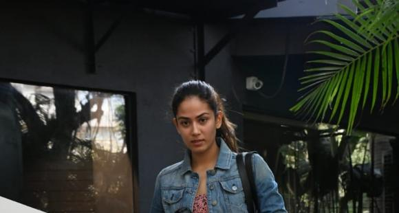 PHOTOS: Mira Rajput kick starts the week by sweating it out at the gym slaying in chic athleisure