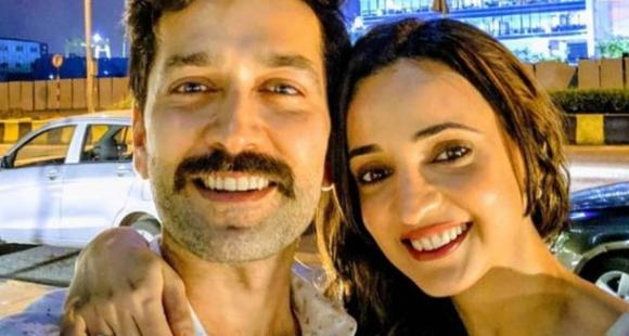Nakuul Mehta sends birthday love to 'legend' and BFF Sanaya Irani with a goofy throwback picture - PINKVILLA