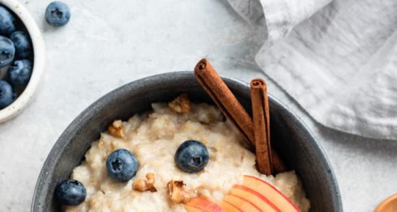 7 Healthy oatmeal toppings to speed up your weight loss process