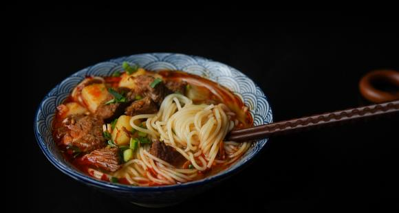 Make the perfect bowl of spicy Ramen at home with this EASY 5 step recipe