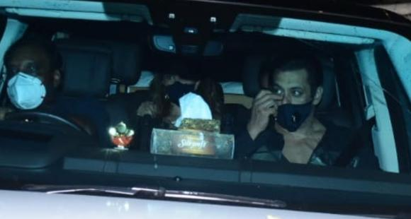 PHOTOS: Salman Khan arrives at Sohail Khan's residence for the Ganesh Chaturthi celebrations with family - PINKVILLA