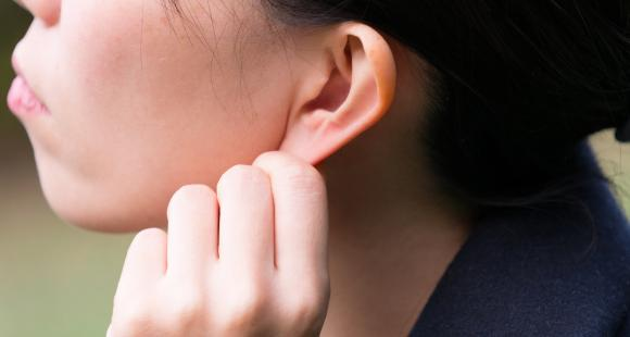 THESE health benefits of ear massage will convince you do it daily
