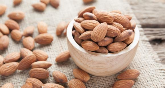 THESE positive things will happen to you if you eat almonds every day