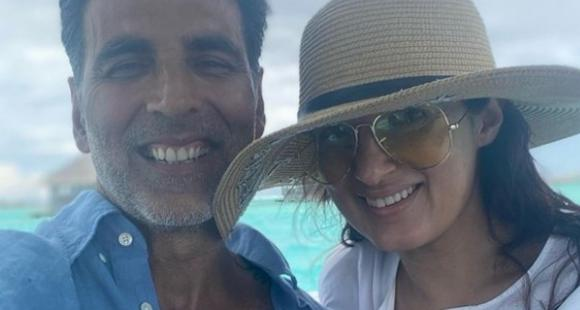 Twinkle Khanna shares priceless PHOTOS with Akshay Kumar showing 'how couples are on Instagram vs in reality' - PINKVILLA