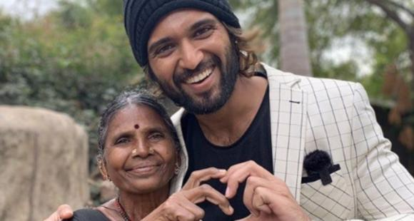 Vijay Deverakonda is a bundle of happiness as he poses with a fan in this rare PHOTO