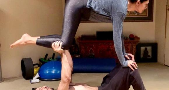 5 Yoga poses for couples to build intimacy and strengthen your relationship
