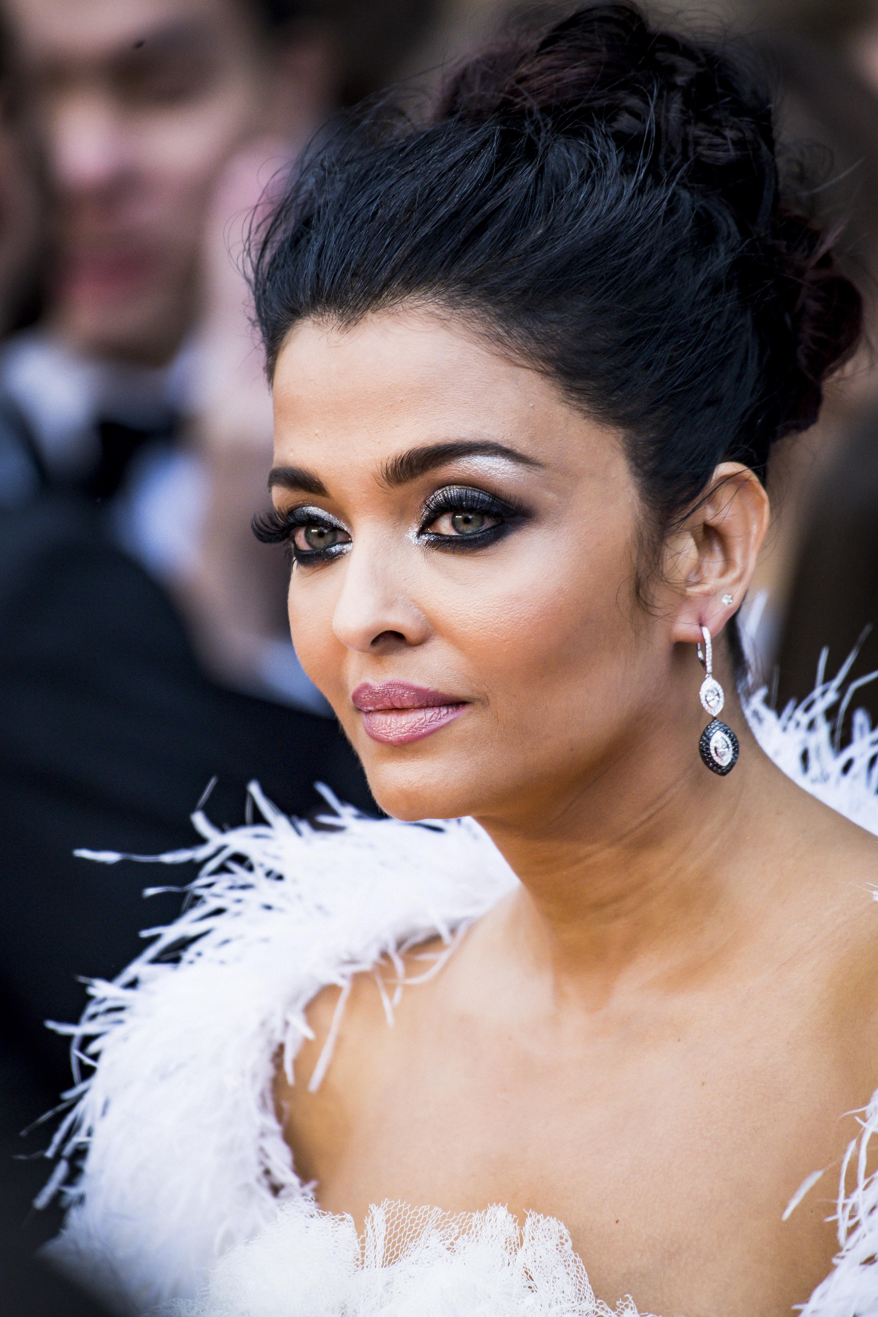 Aishwarya Rai Bachchan: Blue eye shadow to smokey eyes ...