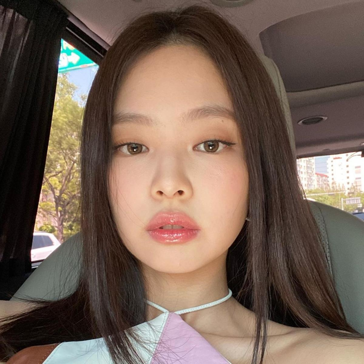 blackpinks_jennies_gorgeous_looks_will_leave_you_spellbound_check_out_photos_mainimage_0.jpg?itok=hEoK9oiX