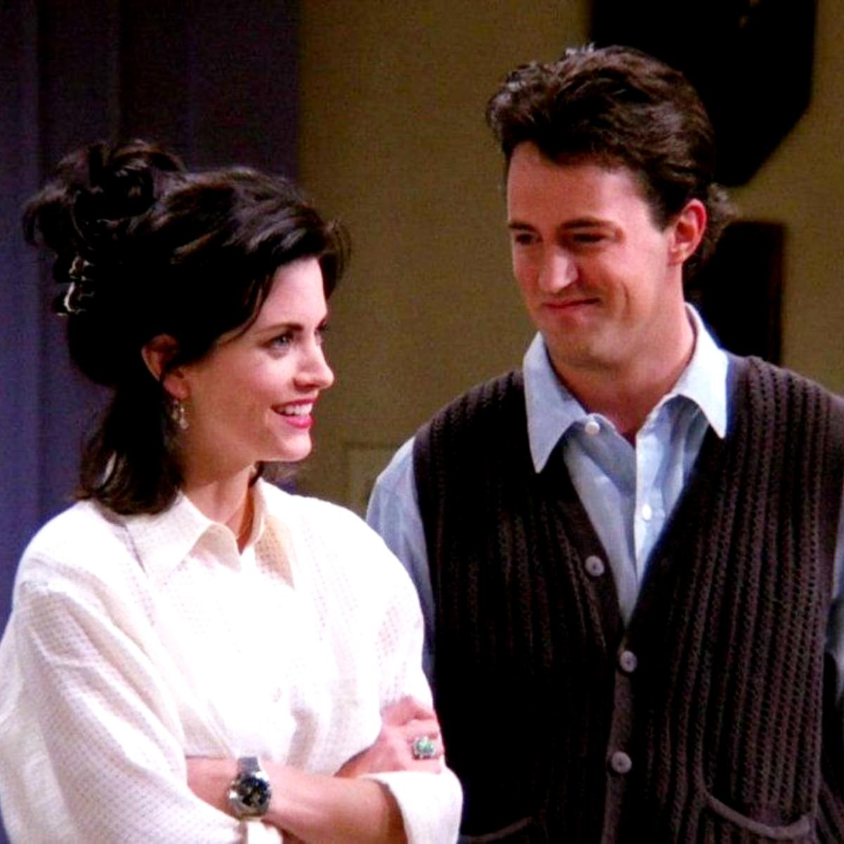 FRIENDS: Monica and Chandler's adorable moments before becoming a ...