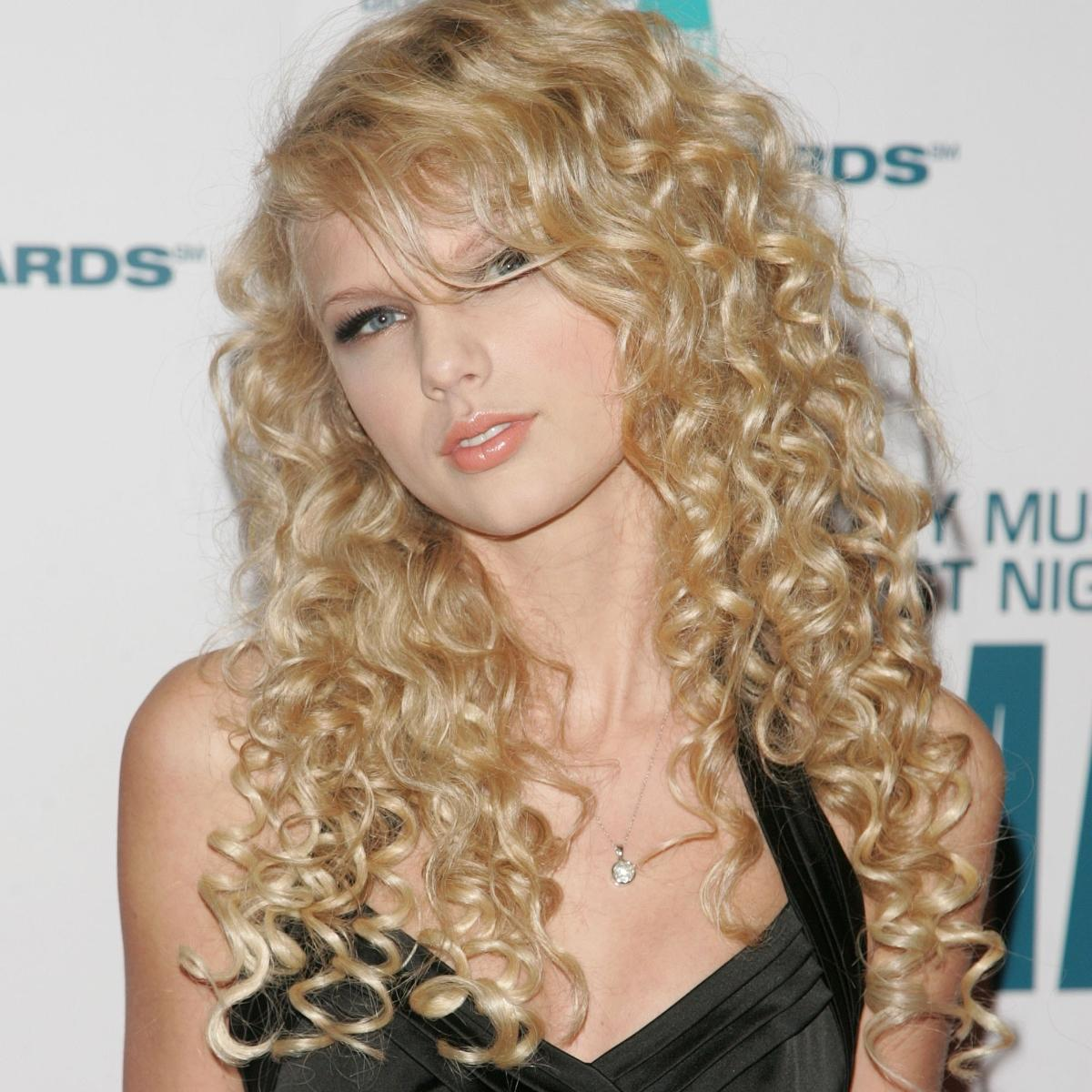 Taylor Swift Check Out The Singer S Throwback Photos When She Had Curly Hair