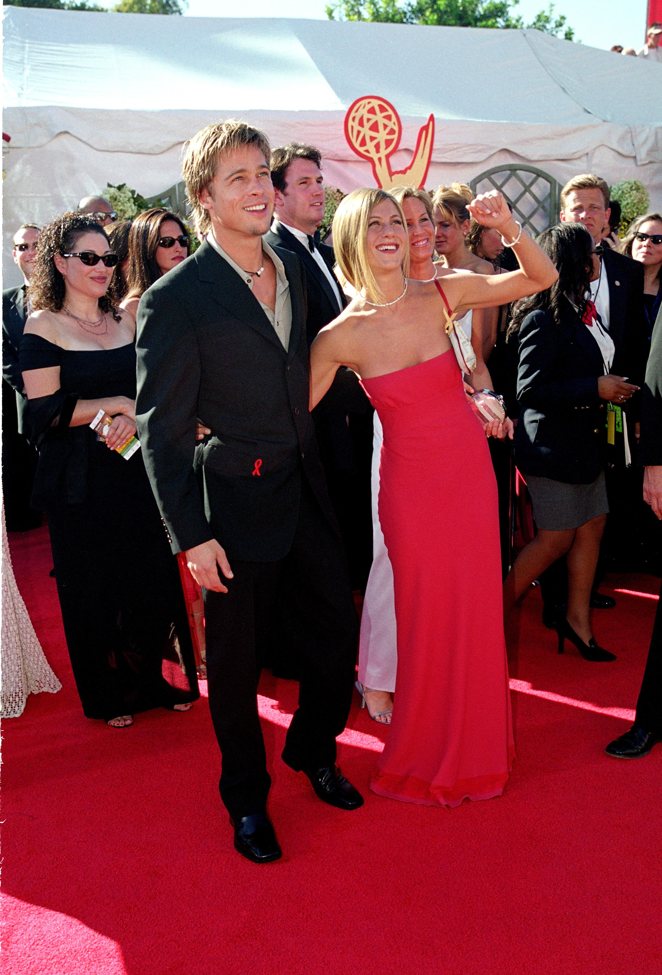 When Jennifer Aniston & Brad Pitt walked the red carpet for the FIRST time after getting married at the Emmy Awards
