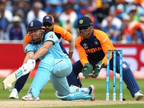 Former Indian cricketers divided on opinion regarding MS Dhoni's future