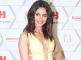Rakul Preet Singh looks ravishing in a yellow outfit as she makes a grand appearance at an event; See Pics