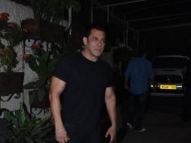 Photos,salman khan,Salim Khan,Zaheer Iqbal,Pranutan Bahl,Notebook