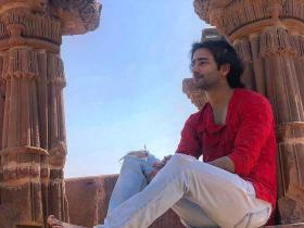 Yeh Rishtey Hain Pyaar Ke actor Shaheer Sheikh leaves his fans awestruck with a mesmerising shayari; See PIC