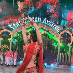 Star Screen Awards 2018: Mouni Roy shares a glimpse from her dance performance & it will add to the excitement