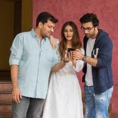 Shamshera: Ranbir Kapoor and Vaani Kapoor are finding some scoop on the phone in this candid click