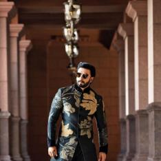 Ranveer Singh oozes handsomeness as he gets ready for a wedding in Abu Dhabi; see pics