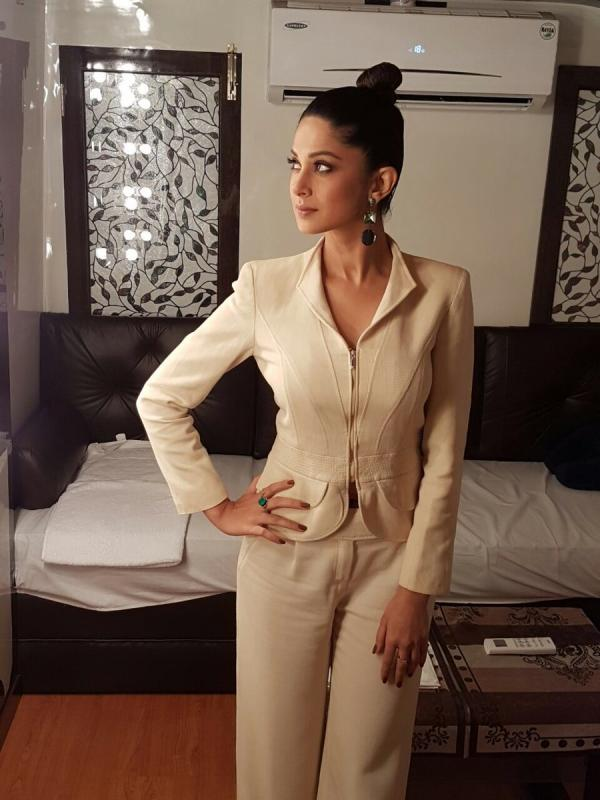 White is the new black for TVs Fashionista Jennifer Winget ...