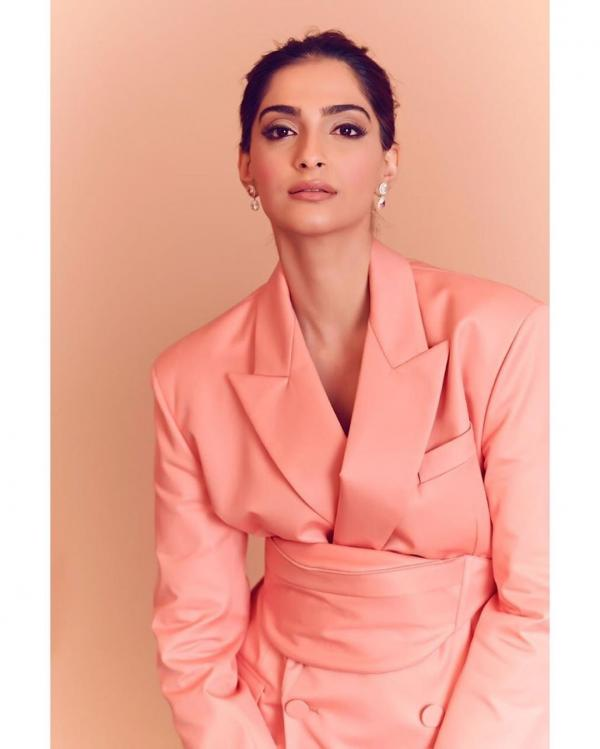 Sonam Kapoor reacts to Katrina Kaif's comment on Janhvi's 'very short shorts'