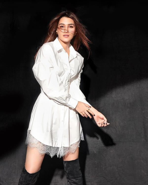 75379842_557390485113146_2476943684988858790_n Deepika Padukone to Sara Ali Khan: You can not afford to note THESE fabulous seems from yesterday