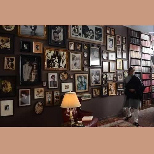 Charmant Amitabh Bachchan In His Library