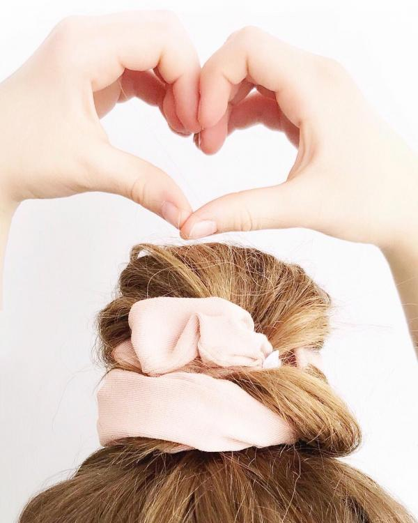 Scrunchies The 90s Hair Accessory Is Now Chic Af Pinkvilla