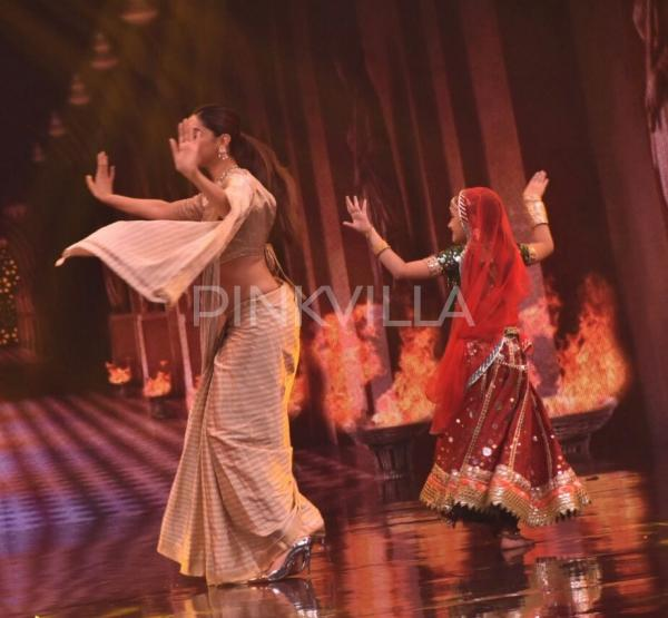 Photos: Deepika Padukone promotes Padmavati on Super Dancer